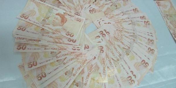 Sahte Parayla Alişveriş Yaparken Yakalandi