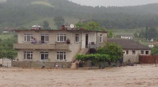 Sakarya'da Dereler Taştı Birçok Köyü Sel Suları Bastı