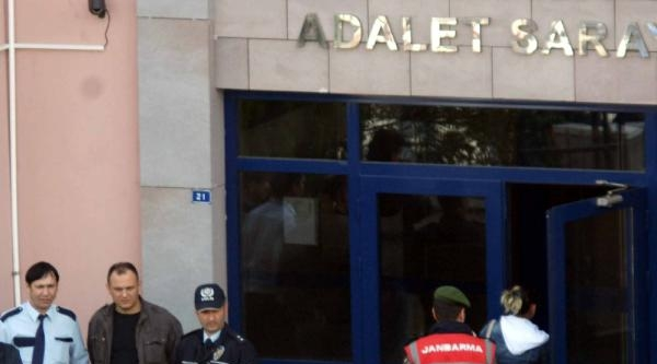 Sakarya'da Uyuşturucu Operasyonunda Gözaltına Alanan 15 Kişiden 3'ü Tutuklandı