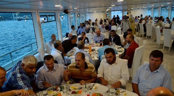 Sakarya'nın Erenler Belediyesi'nden Boğazda Teknede İftar