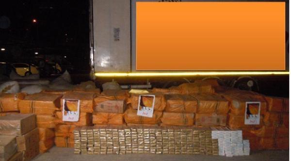 Saman Yüklü Tır'la Kaçak Sigara Sevkiyatına 2 Gözaltı