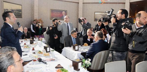 Samsun Valisi Aksoy: Kar Kiş Demeden Haber Peşinde Koşuyorsunuz