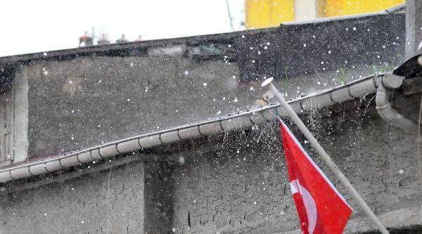 Samsun'a Fındık Büyüklüğünde Dolu Yağdı