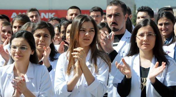 Samsun'da İntern Doktorlar Eylem Yaptı