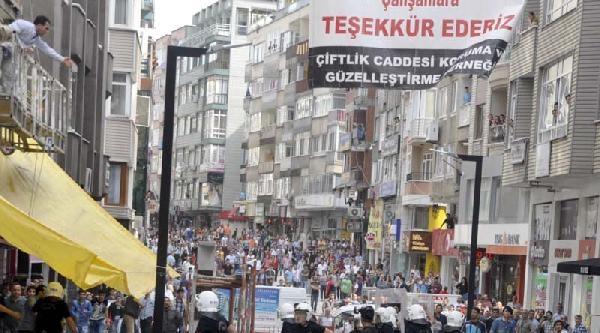 Samsun'da Stant Açan Hdp'lilere Taşlı- Sopalı Müdahale