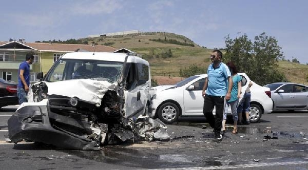 Samsun'da Zincirleme Kaza: 2 Yaralı