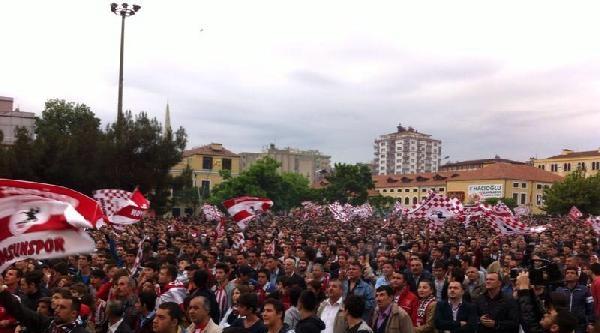 Samsunspor Taraftarı Maçı Dev Ekrandan İzledi