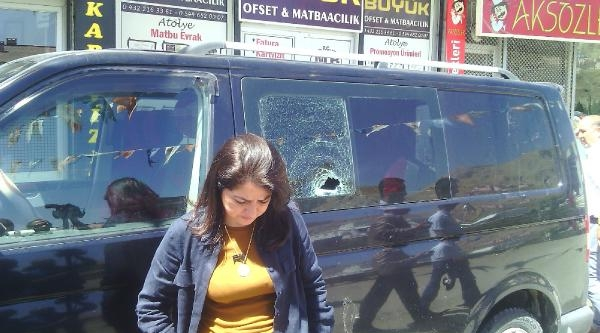 Sandıkları Dolaşan Ak Partili Kadın Milletvekiline Taşlı Saldırı (2)