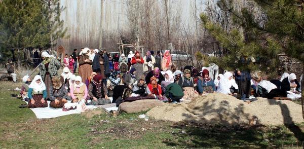 Sandıklı'da Köylüler Yağmur Duasına Çikti