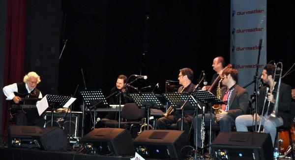 Sanlıkol Group Ve Erkan Oğur'dan Bursa'da Müzik Ziyafeti