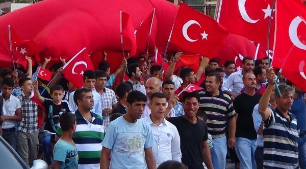 Şanliurfa Ve Adıyaman'da 'bayrak' Protestosu