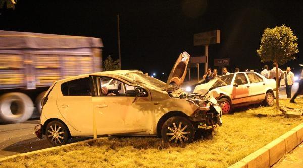 Şanliurfa'da 2 Otomobil Çarpişti: 5 Yaralı
