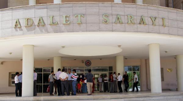 Şanliurfa'da Adliye Çalişanlarindan 'mesai Ücreti' Eylemi