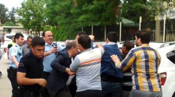 Şanliurfa'da Adliye Önünde Kavga: 2 Gözaltı