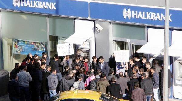 Şanliurfa'da 'ayakkabi Kutulu' Eylem
