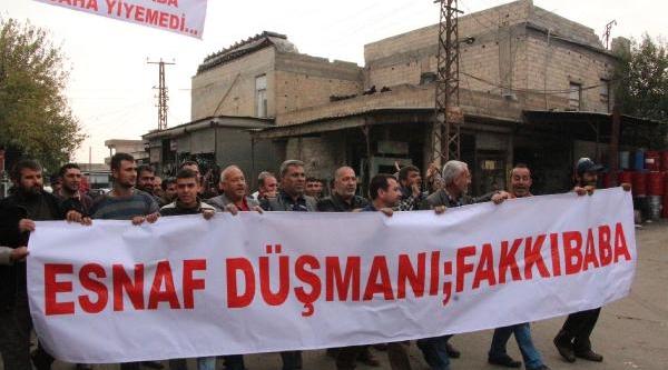 Şanliurfa'da Belediye Başkanina Pankartli Protesto