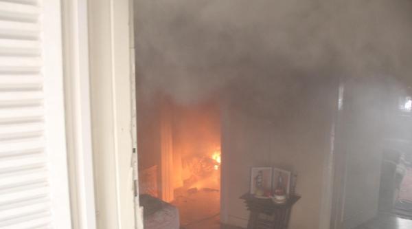 Şanliurfa'da Evde Çikan Yangın Paniğe Neden Oldu
