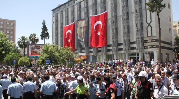 Şanliurfa'da Geçici İşçiler İşçiler Yol Kapattı