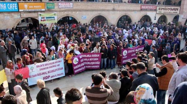 Şanliurfa'da Kadinlardan Şiddete Karşi Yürüyüş