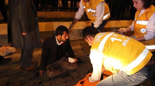 Şanliurfa'Da Kamyonet Otomobille Çarpişti; 1 Ölü, 4 Yarali