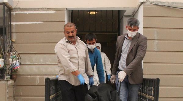 Şanliurfa'da, Koku Üzerine Açılan Evde Suriyeli Cesedi Bulundu