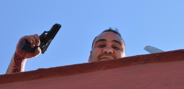 Şanliurfa'da Kurusıkı Ve Döner Bıçaklı İntihar Girişimi