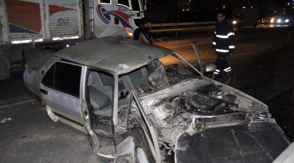Şanliurfa'da Otomobil Bariyere Çarpti: 2 Yaralı