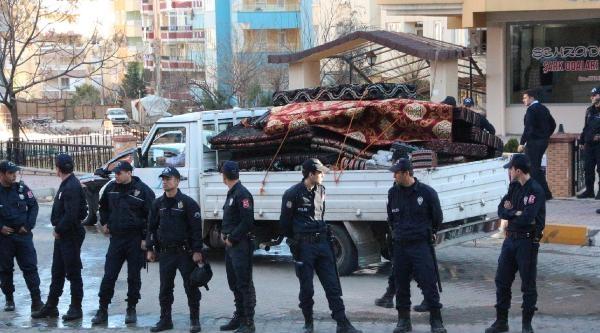 Şanliurfa'da Otomobile Ateş Açıldı: 3 Yaralı
