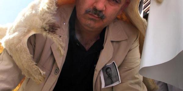 Şanliurfa'da Taşeron Işçilerden 'koyun Postlu' Eylem