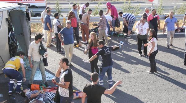 Şanliurfa'da Üniversitelilerin Tur Midibüsü Takla Attı: 20 Yaralı (2)