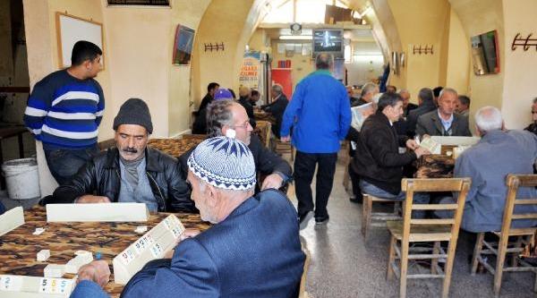 Şanliurfalilar Belediye Başkan Aday Tanitimini Kahvehanelerde Takip Etti