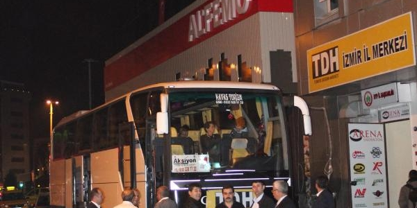 Sarigül'ün Chp'de Rozet Takma Törenine Izmir'den Yoğun Katilim
