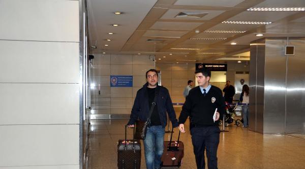 Şarkici Arto'ya Havalimanı'nda Gözaltı