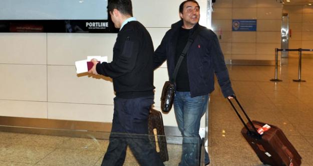 Şarkıcı Arto'ya Havalimanı'nda Gözaltı...