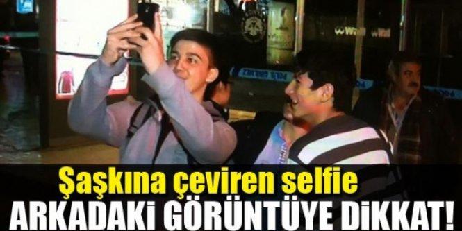 Şaşkına çeviren selfie! Arkadaki görüntüye dikkat!