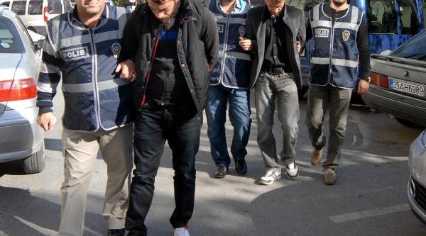 'savciyiz' Deyip Emekli Öğretmeni Dolandiran 2 Kişi Yakalandi