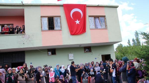 Şehit İki Askerin Baba Evlerine Ateş Düştü (ek Fotoğraflar)