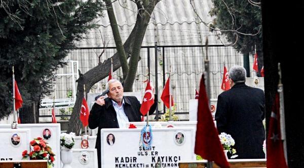 Şehit Oğlunun Mezarının Başında İntihara Kalkışan Cuma Doğan'ı Polis İkna Etti