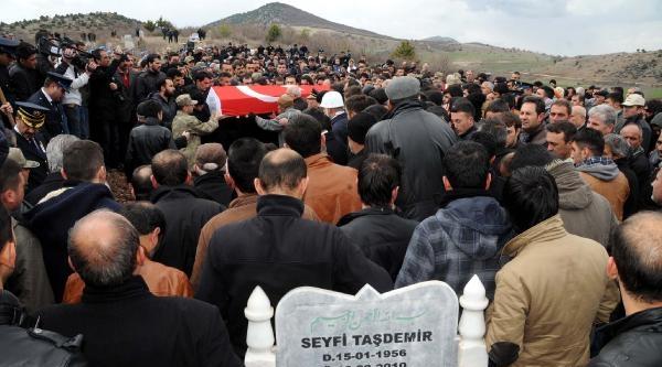 Şehit Polis Memuru Tokat'ta Toprağa Verildi