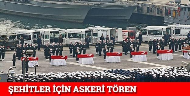 Şehitler için askeri tören...