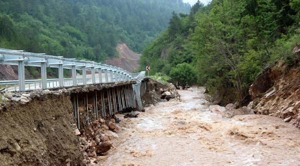 Sel, Bolu-zonguldak Yolunu Ulaşıma Kapattı
