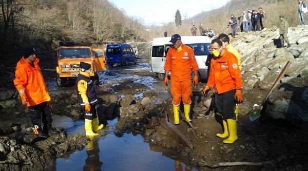 Sel Sularina Kapilarak Kaybolan Kadinin Cesedi Bulundu