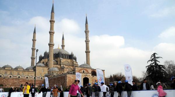Selimiye Meydanı'nda Paten Keyfi