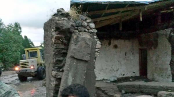 Selin Yıktığı  Duvarın Altında Kalan 3 Kişi Yaralandı (ek Fotoğraf)