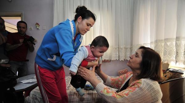 Selvi Kılıçdaroğlu Ve Kızı Zeynep, Maden Şehidi İkizlerin Baba Evinde (3)