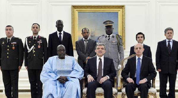 Senegal Büyükelçisi'nden Cumhurbaşkanı Gül'e Güven Mektubu