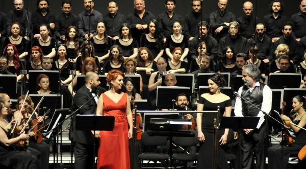 Senfonik Ağızlı Neşet Ertaş Türkülerine Dünya Prömiyeri