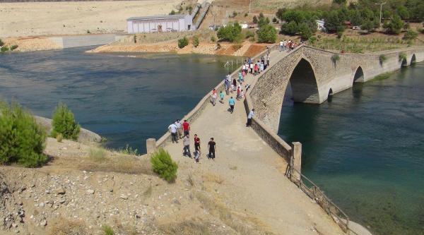 Serinlemek İçin Baraja Giren Genç Boğuldu