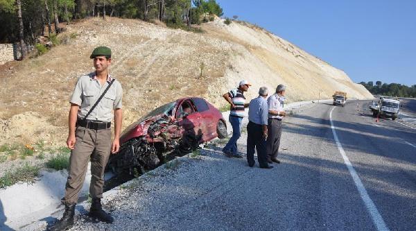 Şerit İhlali Kazası: 1 Ölü, 1 Yaralı