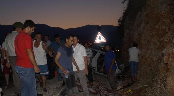 Şerit İhlali Yaptı, Ortalık Kan Gölüne Döndü: 3 Ölü, 4 Yaralı (fotoğraflar)